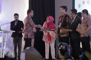 dr. Rosy Aldina, Sp.M(K) 1st Winner in Ophthalmologist's Free Paper PIT PERDAMI 42 Tahun 2017 2